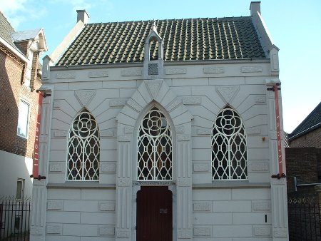 The synagogue in the town of Veghel, Netherlands. The community in Veghel was a small mediene community, which reached its height around 1900. In the years following the community shrank to some 30 members, and was eventually completely destroyed during the Holocaust.
